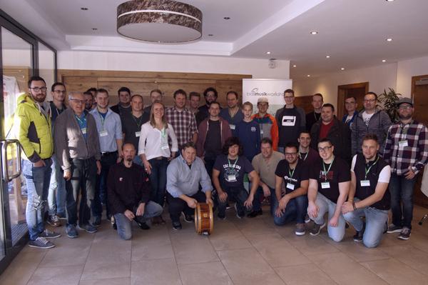 Alle Teilnehmer des Schlagzeug-Workshops mit Norbert Rabanser